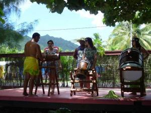 Island Way Adventures offers dnace and drumming lessons in Rarotonga